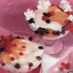 Творожный крем с ягодами
